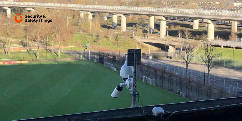 A series of smart cameras on the S&ST IoT platform are installed in key areas throughout the stadium